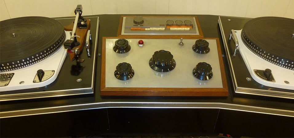vintage-turntable-setup-on-ebay