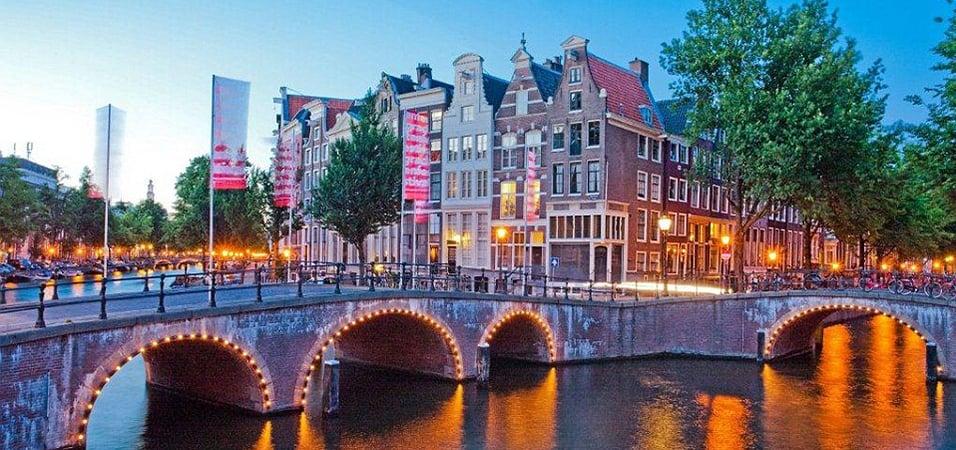 Amsterdam-issues-uk-passport-advice