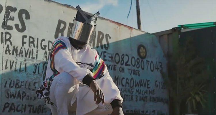 video-premiere-hyenah-you-made-me-who-i-am-original